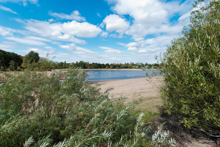 C7BFYH Low water levels at Edgbaston Reservoir