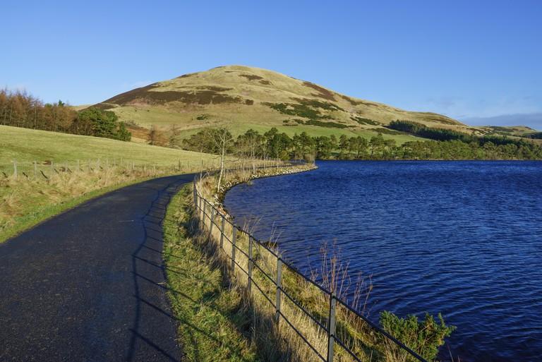Threipmuir reservoir in the Pentland Hills Regional Park, near Edinburgh, Scotland.