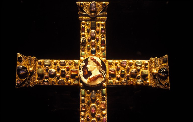 DEU, Germany, Aachen, the Lotharcross at the treasure chamber of the cathedral. It was made at the end of the 10. century