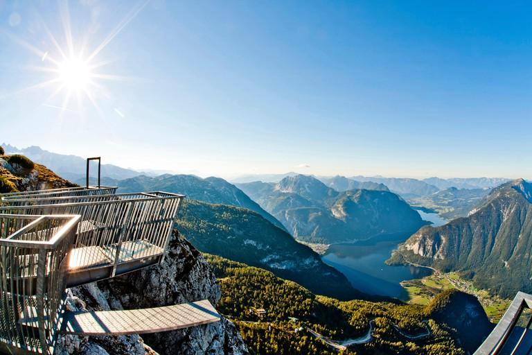 Viewing platform 5 Fingers on the Krippenstein with view over lake Hallstatt, Salzkammergut, Upper Austria, Austria