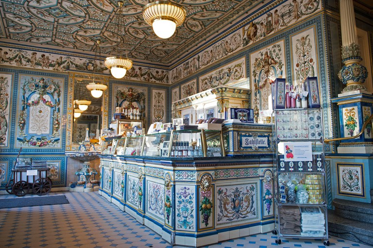 Dresden, Germany. 10th Dec, 2015. The salesroom at 'Pfunds Molkerei' milk shop - listed as a historical monument - in Dresden, Germany, 10 December 2015. The milk shop's attraction is the 247 square meters of hand-painted tiles by Villeroy & Boch. Photo: