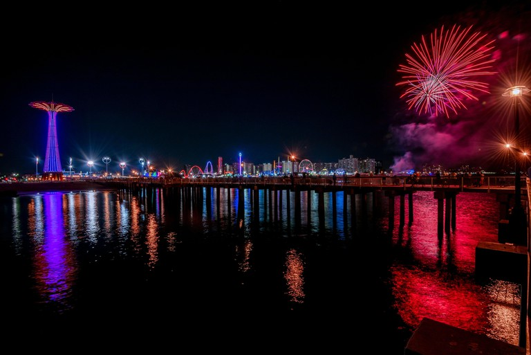 Coney Island Pier at Night, Brooklyn, NU, USA