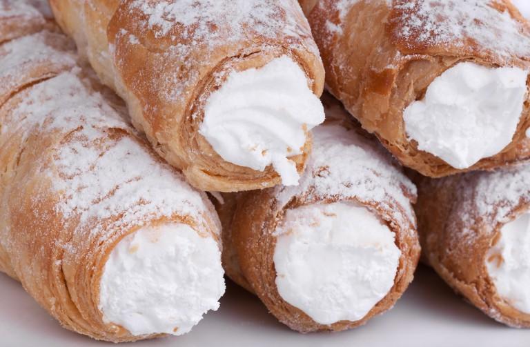 cream sweet-feeds pastry