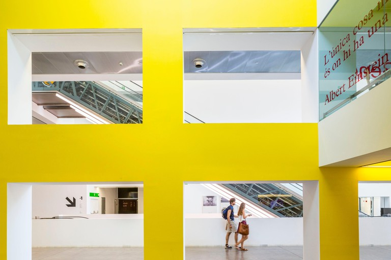 Spain, Catalonia, Barcelona, Placa de les Glories Catalanes, Museu del Disseny, the design museum houses the collections of the Museum of Decorative Arts, Ceramics, Textiles, Garment and Graphic Arts Cabinet building designed by the firm MBM Arquitectes a