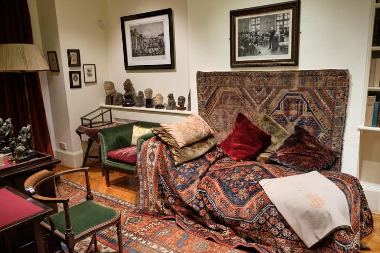 Sigmund Freud house London psychoanalysist couch