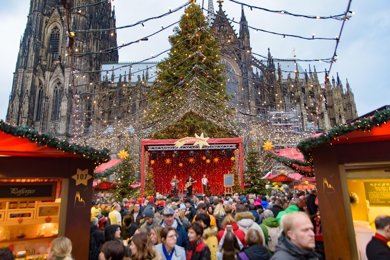 2A8A8H2 2018 Cologne Christmas market with Cologne Cathedral at background in Germany