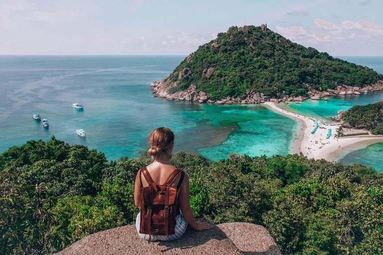 Traveller at Koh Nang Yuan viewpoin in Thailand