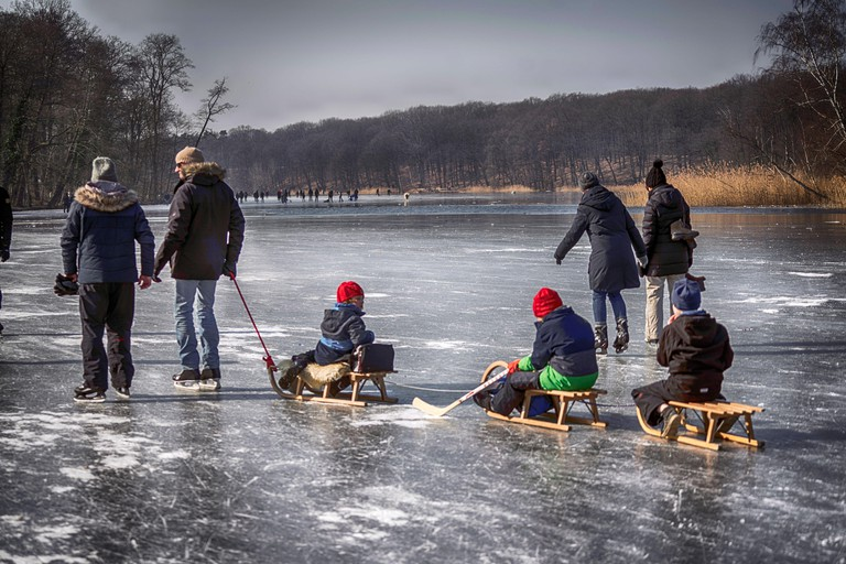 Germany, Berlin, 04.03.2018. Free time on the frozen Schlachtensee in Berlin on 04.03.2018. [automated translation]