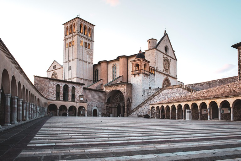 ITALY, UMBRIA, ASSISI: View of the San Francesco d?Assisi Cathedral