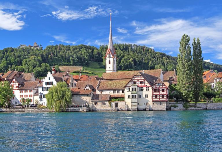 Waterfront with town church, St. Georgen Monastery and Hohenklingen Castle, Stein am Rhein, Rhine Valley, Canton Schaffhausen, Switzerland 2D6E5DF