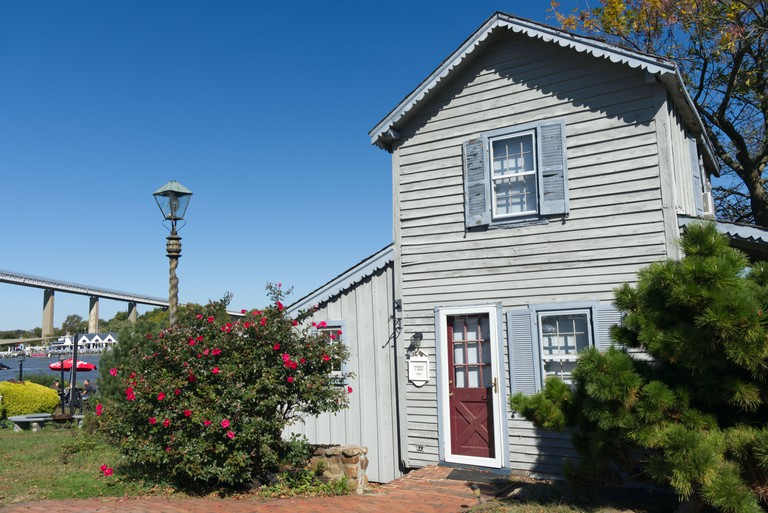 Wharf Cottage on the canal bank in Chesapeake City, Maryland