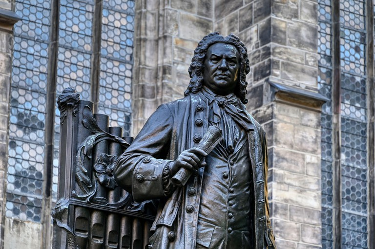 2G466CA Johann Sebastian Bach's statue in front of St. Thomas Church in Leipzig (German: Thomaskirche)