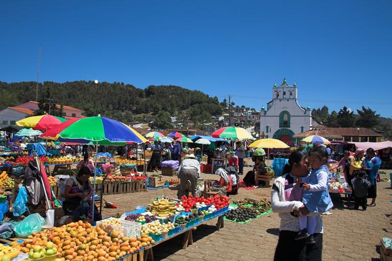 Iglesia de San Juan Bautista and market, San Juan Chamula, near San Cristobal de las Casas, Chiapas, Mexico. Image shot 2007. Exact date unknown.
