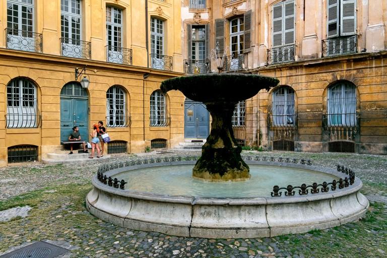 Fountain on Place d'Albertas Square, Aix-en-Provence, France, Europe - 2AF6YTJ