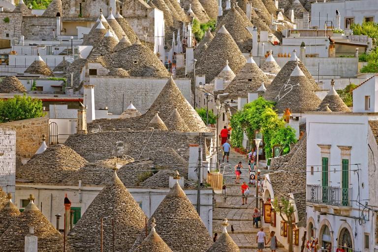 Trulli houses on the Rione Monti at Alberobello, Apuglia_2D866T2