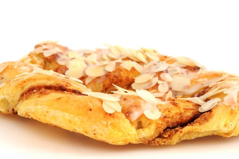 almond pretzel / almond pretzel