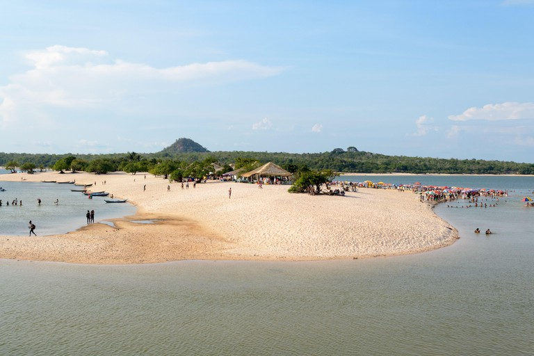 Alter do Chao, Para, Santarem - State of Para, Brazil, november 2019. A beautiful and famous river beach, these waters go through the Amazonian forest 2B247RC