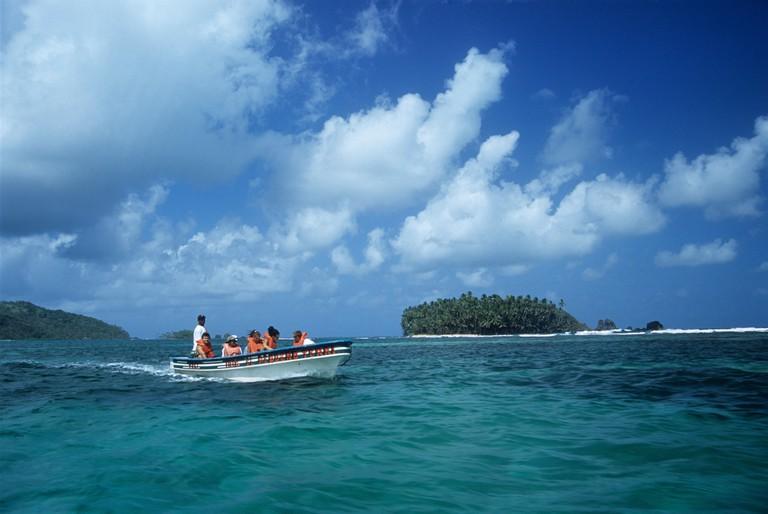 Tourists enjoying a boat trip between Isla Mamey and Isla Grande, Panama. Image shot 02/2002. Exact date unknown.