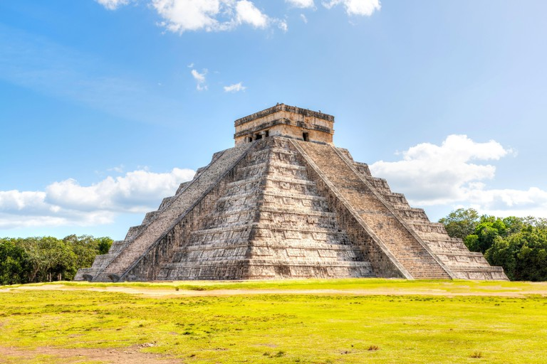 Famous Pyramid of Kukulcan at Chichen Itza, the largest archaeological cities of the pre-Columbian Maya civilization in the Yucatan Peninsula of Mexico 2ARM53P