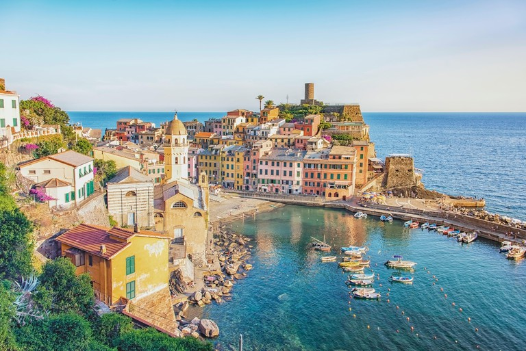 Vernazza village in Cinque Terre national park, Italy 2C529N8