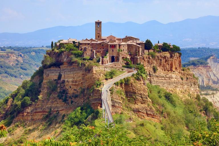 View of the hilltop village of Civita di Bagnoregio, Lazio, Italy - WJKKT4