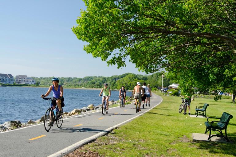 USA, New England, Rhode Island, Bristol. East Bay Bike Path along Narragansette Bay.