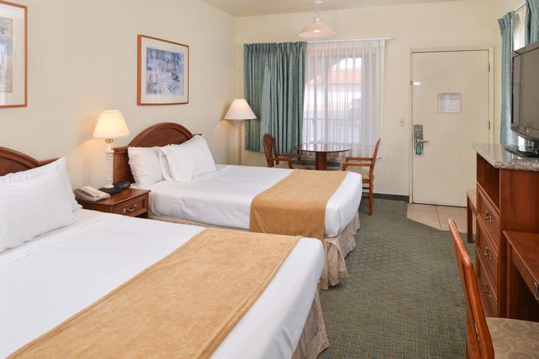 Edgewater Inn And Suites
