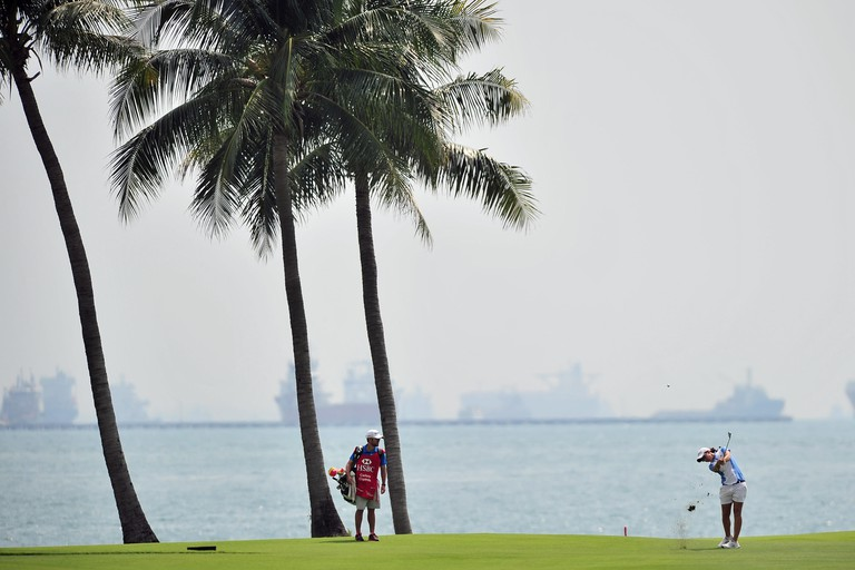 (150306)-- SINGAPORE, March 6, 2015 (Xinhua) -- Carlota Ciganda of Spain competes during the second day match of 2015 HSBC Women's Champions at Singapore's Sentosa Golf Club Serapong Course, March 6, 2015. (Xinhua/Then Chih Wey)