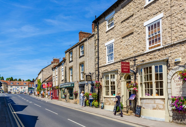 Shops and cafes on Bridge Street in the market town of Helmsley, North Yorkshire, England, UK