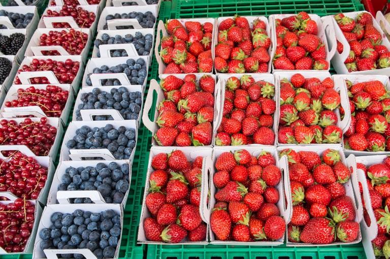 Paris,France,Marche, Aligre,fruit,market,outdoor,Paris,berries