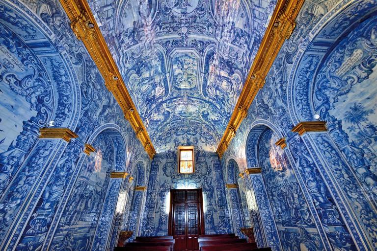 Amazing historic tiles in the medieval church of Sao Lourenco in Almansil - EXEKGR