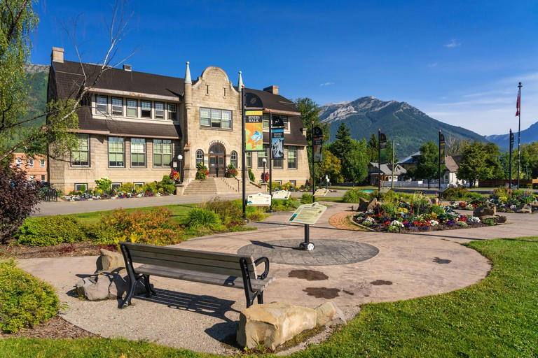 The City Hall building with flowers in Fernie, British Columbia_2CE3RR9