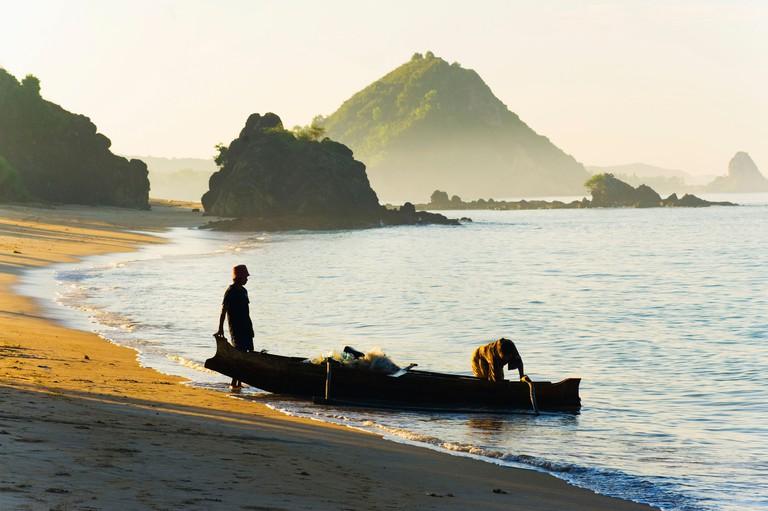 Fisherman returning to Kuta Beach, Kuta Lombok, Indonesia, Southeast Asia, Asia