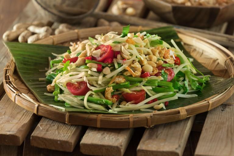 G1T75M Green papaya salad Som Tam. Thailand Food