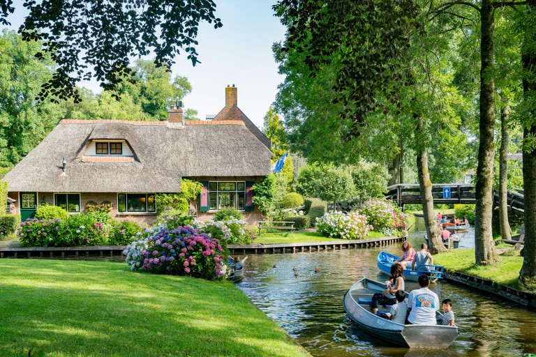 Beautiful canal view and traditional house of Giethoorn_PMRAD7