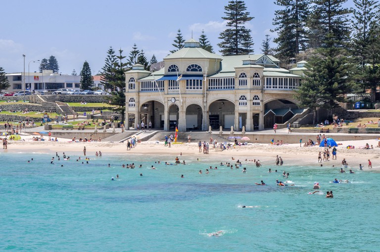 Cottesloe,WA,Australia-January 6,2016:Indiana Tea House and crowds at Cottesloe Beach with the Indian Ocean in Cottesloe, Western Australia.