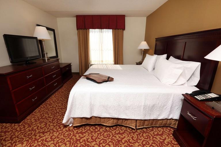 Hampton Inn & Suites Charlottesville - At the University_922aa3d9