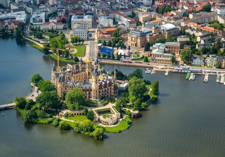 Castle Schwerin, castle garden, lake Burgsee, lake Schweriner See, Schwerin, Mecklenburg-West Pomerania, Germany