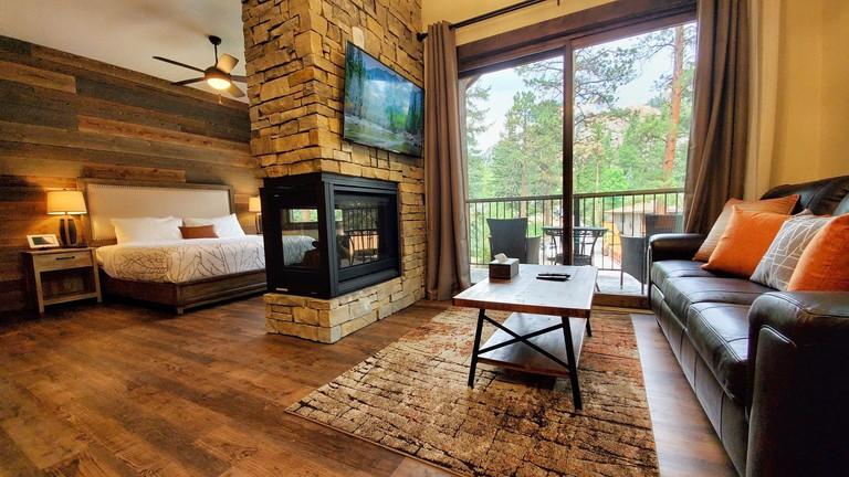Inn on Fall River & Fall River Cabins