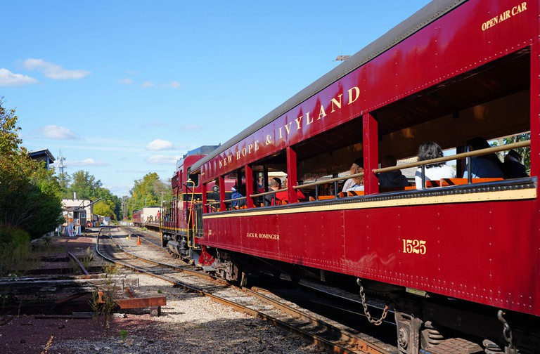 2D68YRJ - NEW HOPE, PA -3 OCT 2020- View of the New Hope and Ivyland rail road, a heritage train line for visitors going on touristic excursions in Bucks County
