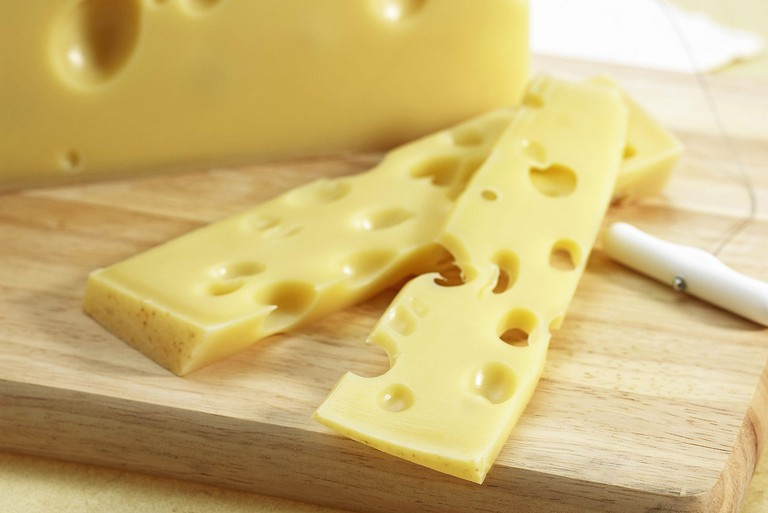 Swiss cheese, Swiss cheese, production of cow's milk,