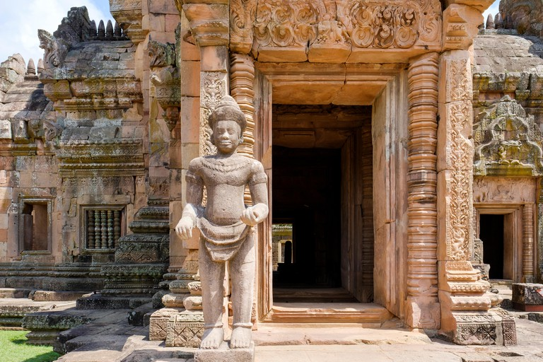JM780J Statue guarding the southern entrance to main sanctuary at Khmer Phanom Rung temple ruins, Phanom Rung Historical Park, Buriram Province, Thailand.