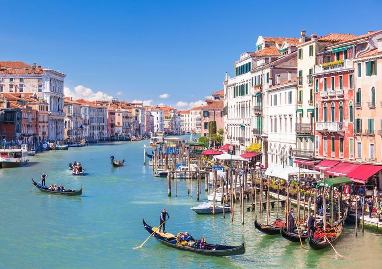 Gondolas, with tourists, on the Grand Canal, next to the Fondementa del Vin, Venice, UNESCO, Veneto, Italy, Europe