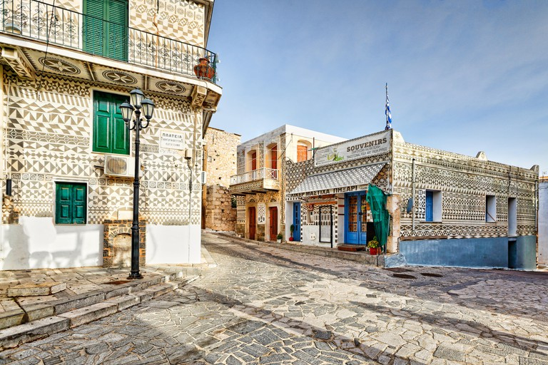 RA8T3N Traditional houses decorated with the famous geometric scratch patterns in the medieval village of Pyrgi on the island of Chios, Greece