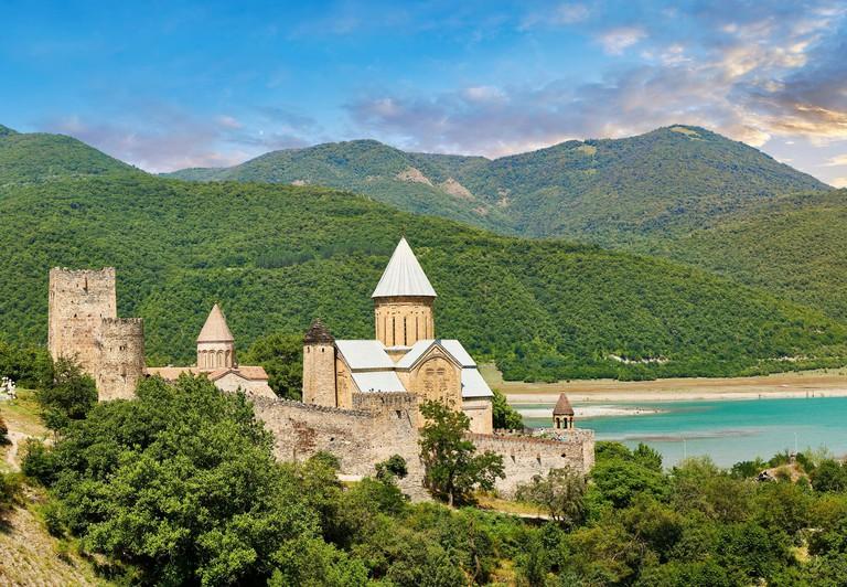 Ananuri castle complex & Georgian Orthodox churches, 17th century, Georgia RKTB8K_
