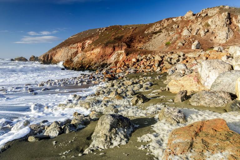 Rugged Coastline and Sea Foam at Rockaway Beach 2DA2023