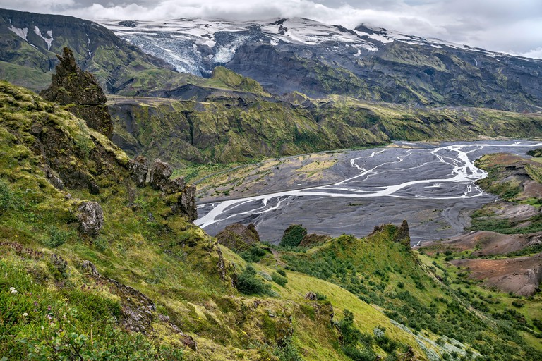 Thórsmörk (Þórsmörk) mountain ridge and the valley of Krossá river_W8E247