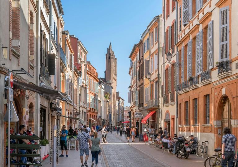 Shops and cafes on Rue du Taur, Toulouse_MT98YF