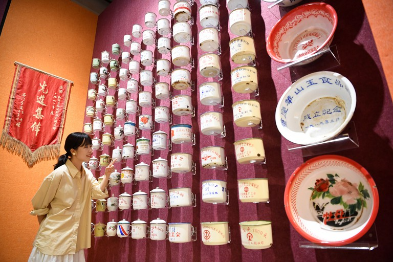 Chongqing, China's Chongqing. 27th Sep, 2019. A visitor views old-fashioned cups and basins at Chongqing China Three Gorges Museum (Chongqing Museum), southwest China's Chongqing, Sept. 27, 2019. To celebrate the 70th anniversary of the founding of the Pe