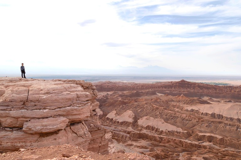 2BN82AT single person looks out at the view over the Valley of the Moon from Mirador de Kari, Piedra del Coyote , San Pedro de Atacama, Antofagusta, Chile